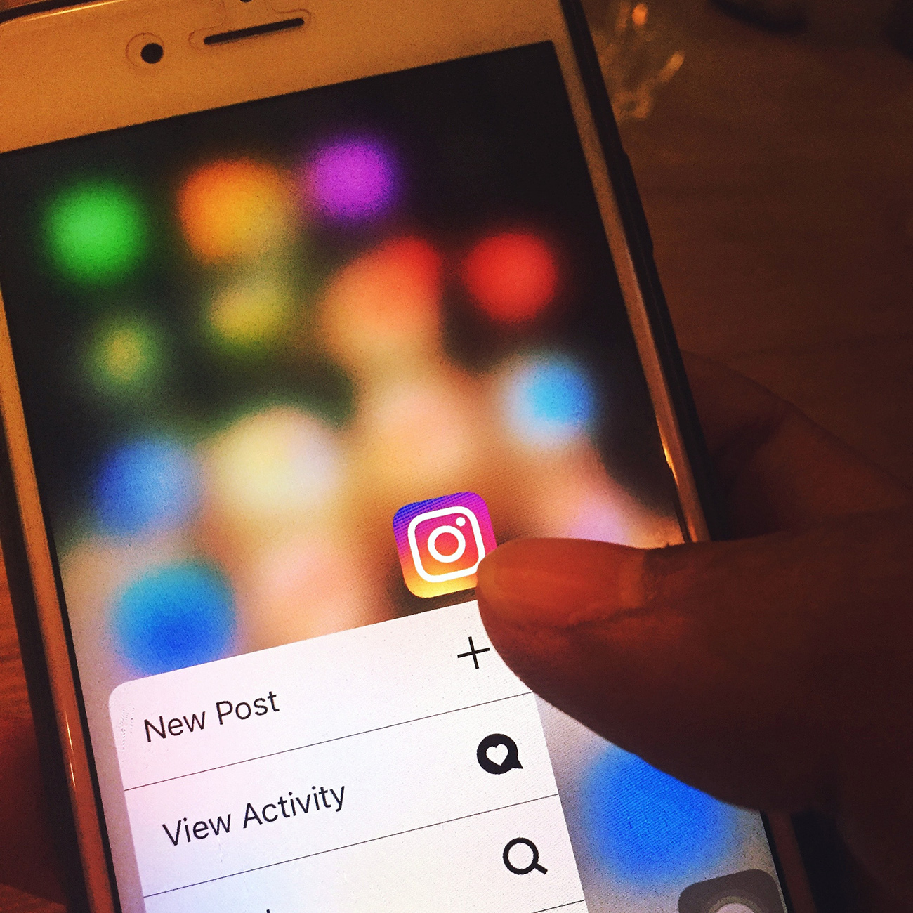 social media holiday marketing channels